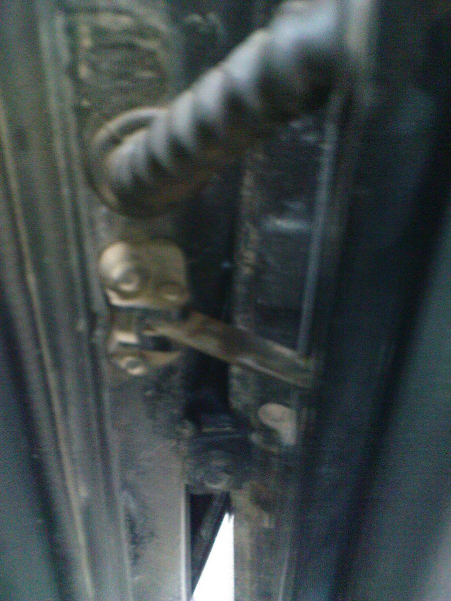 Задняя левая дверь